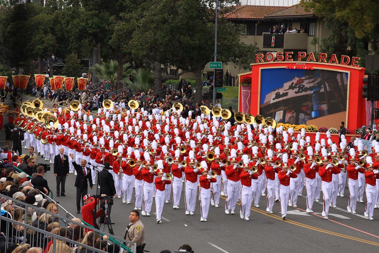 Rose_parade_band _marching