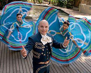 Fiesta-Noche-del-Rio-2008-Mariachi-and-Dancers-300x240